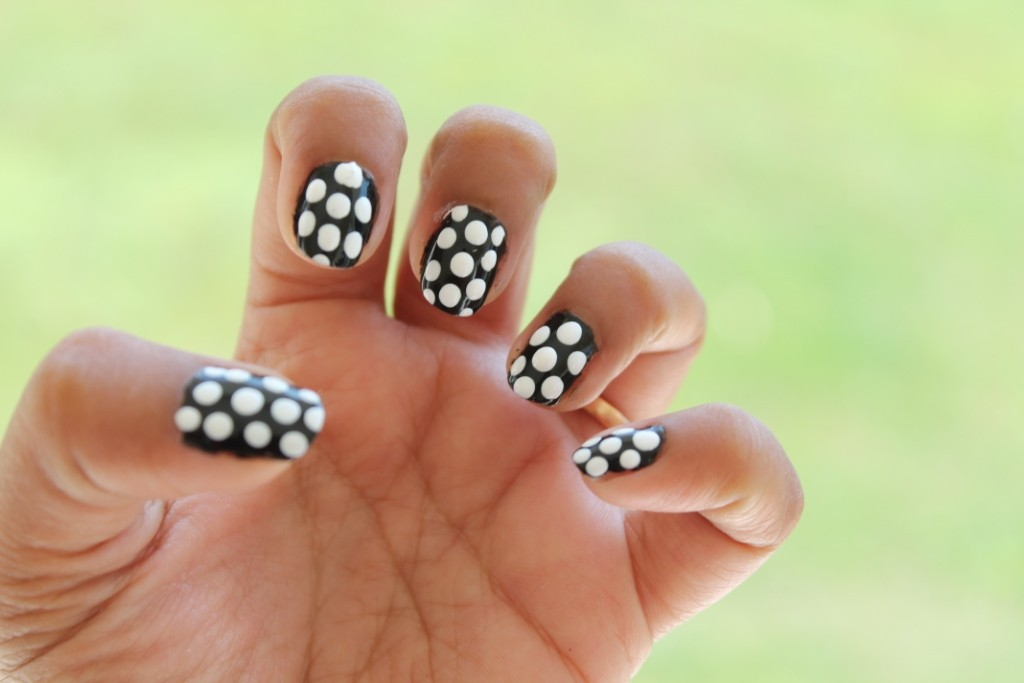 Nail Art for Short Nails-Black and White Dotticure